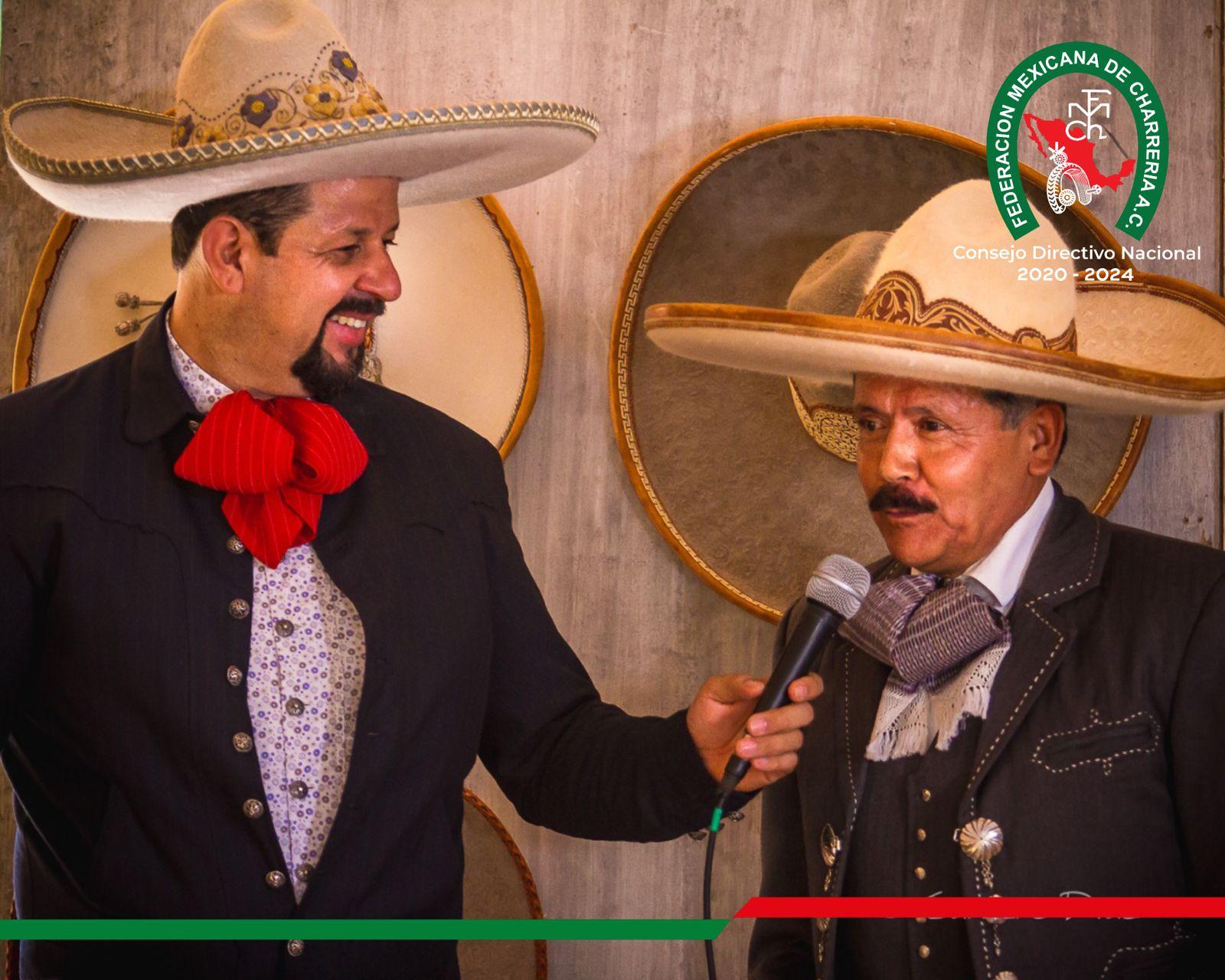 Abel Compirri Diaz Secretario de Prensa y Difusion FMCH entrevistando a Isidro Aguilar Coordinador Nacional de Charros Mayores