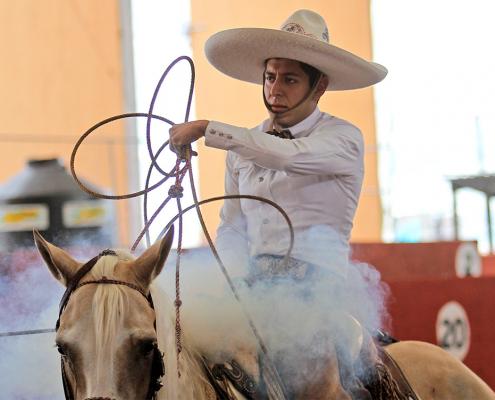 Enrique Jiménez Martínez cuajó un pial en el lienzo en su primer tiro para los Charros de Cuauhtémoc
