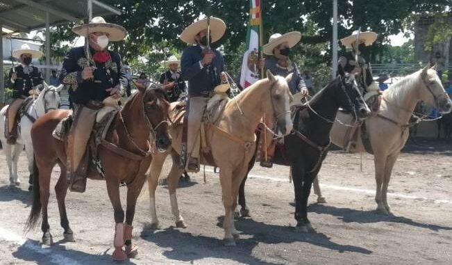 Honores al lábaro patrio en premiación estatal Colima 2021