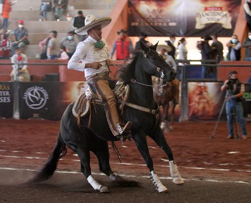 """La cabalgadura que caló Antonio Díaz de All Horses """"Máquina 5012 rayó 14 metros en dos tiempos"""