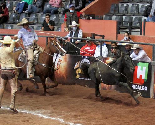 Óscar Arellano abrió la puerta para el triunfo de Grupo Xicuco con dos manganas a pie