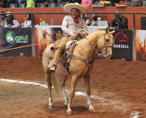 Raúl Osornio cosechó 76 unidades de las tres manganas que agarró para Rancho Las Amazonas