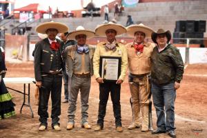 Consejo Directivo de la UACHHGO entrega Trofeo de Campeón a Martín Barragán